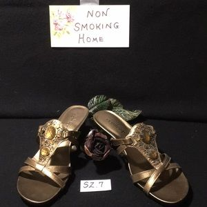 Shoes - EUC Gold slip on sandals strictly comfort SZ 7